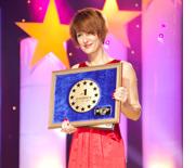 Менеджер відділу реклами та зв`язків з громадськістю Компанії Avon Вікторія Харченко на церемонії вручення нагороди
